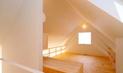 『ひとやまはん。』家を巡る楽しさのある完全分離二世帯住宅 (子世帯-ナチュラルな明るい寝室)