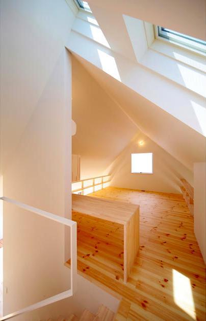 『Ka-house』家を巡る楽しさのある二世帯住宅の部屋 子世帯-ナチュラルな明るい寝室
