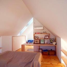 『ひとやまはん。』家を巡る楽しさのある完全分離二世帯住宅 (子世帯ベッドルーム)