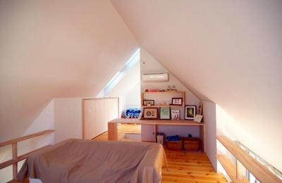 子世帯ベッドルーム (『ひとやまはん。』家を巡る楽しさのある完全分離二世帯住宅)