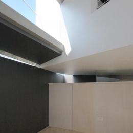 『Natural Angle』空間の連続・拡がりのある住まい (1階と2階のズレから差し込む光)