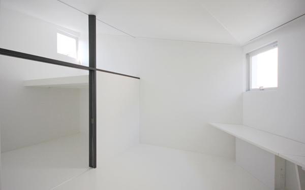 『Natural Angle』空間の連続・拡がりのある住まいの写真 白のインテリアでまとめた寝室