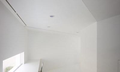 『Natural Angle』空間の連続・拡がりのある住まい (白で統一された明るいスタディースペース)