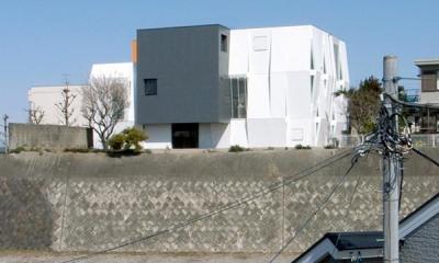 『Natural Cubes』立体キューブの賃貸住宅 (丘の上の立体キューブ-外観)
