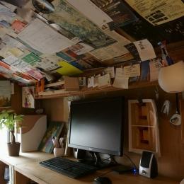 『屋根裏のアトリエ』限られた空間をアトリエにリノベ (最高天井高は1650mmのアトリエ)