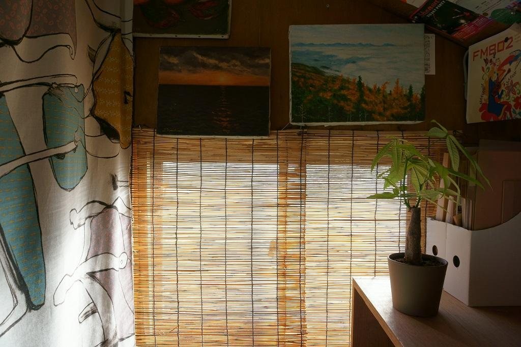 『屋根裏のアトリエ』限られた空間をアトリエにリノベの部屋 ベニア仕上げの内装