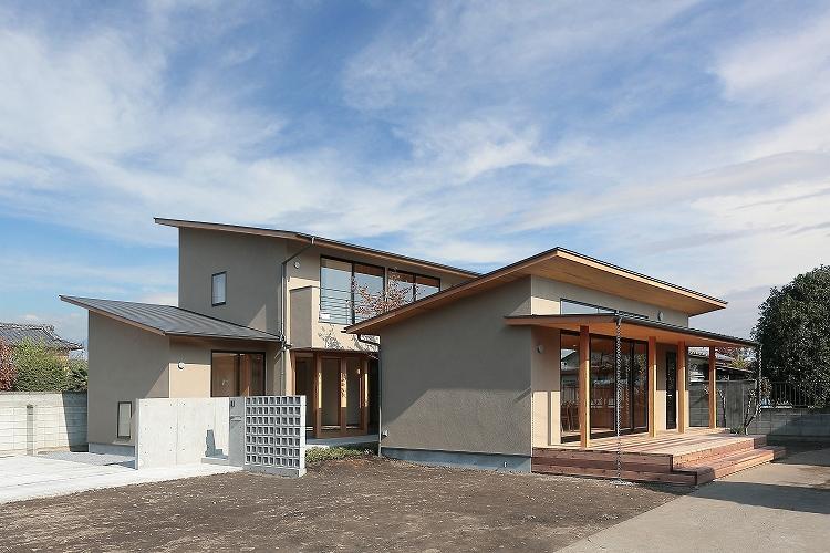 『集う家』木の温もりに包まれた現代和風の家の部屋 集う家外観