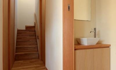 集う家 (洗面スペース・階段)