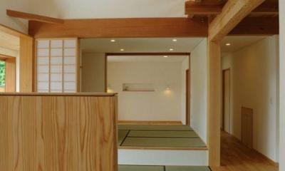 リビングより畳コーナー・寝室を見る|大屋根造りの家