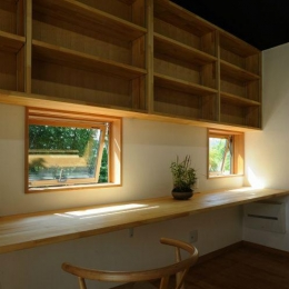 木の温もり感じる書斎