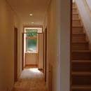 木の温もり感じる廊下・階段