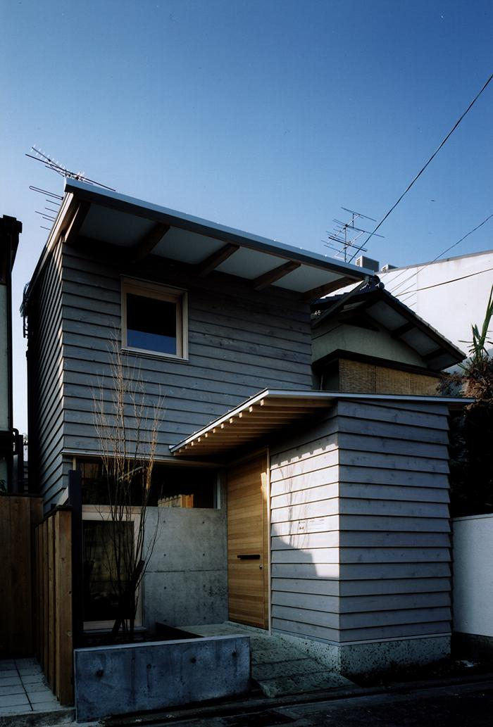 『NSH』コンパクトにまとめられた温かな住まいの写真 コンパクトな住まい外観