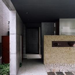 『SMH』住まい手に優しいバリアフリー住宅 (シックな玄関アプローチ)