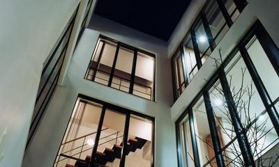 『SMH』住まい手に優しいバリアフリー住宅 (中庭より見上げる)
