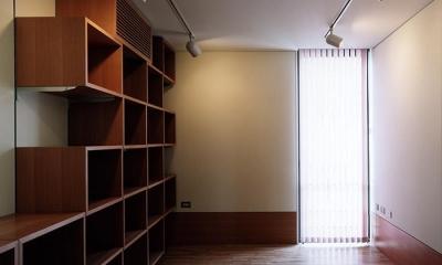 『SMH』住まい手に優しいバリアフリー住宅 (大容量収納棚のある洋室)