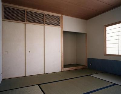 落ち着いた空間の和室 (『SMH』住まい手に優しいバリアフリー住宅)