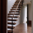 『SMH』住まい手に優しいバリアフリー住宅の写真 明るい階段室