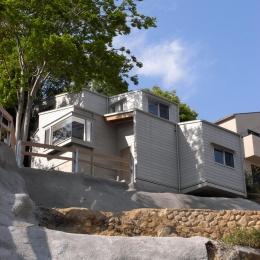 『HKH』優しい光の集まる木造2階建て住宅 (外観見上げ)
