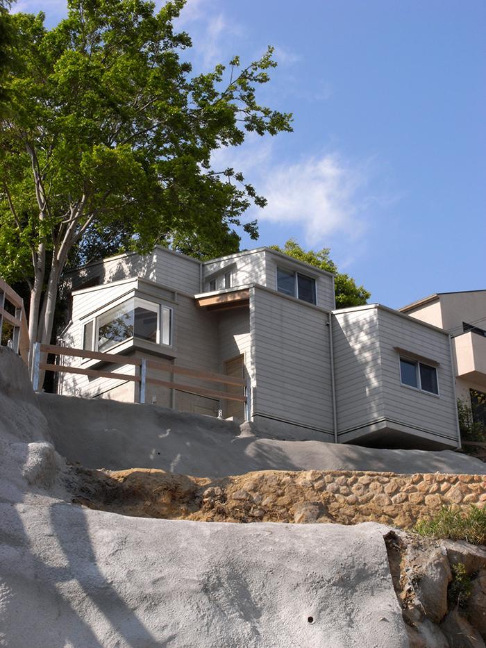 『HKH』優しい光の集まる木造2階建て住宅の写真 外観見上げ