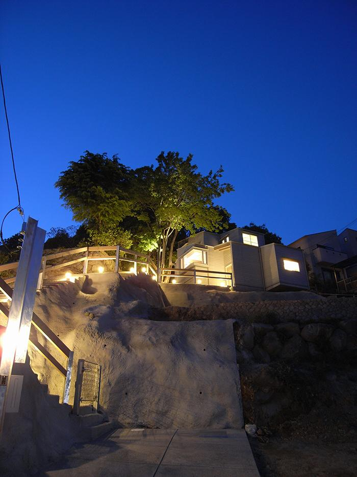 『HKH』優しい光の集まる木造2階建て住宅の写真 家主を優しく迎える家