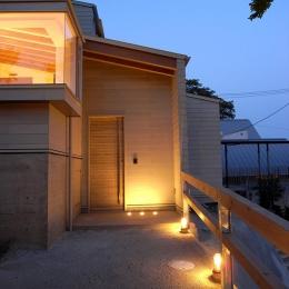 『HKH』優しい光の集まる木造2階建て住宅 (温かく迎えるエントランス)