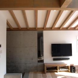 木×コンクリートのリビング