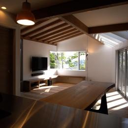 『HKH』優しい光の集まる木造2階建て住宅-光の集まるLDK