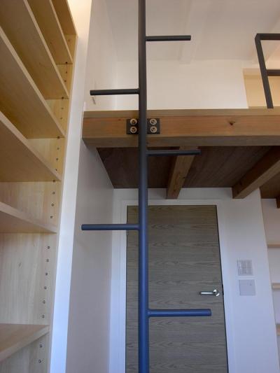ロフト付きの子供部屋 (『HKH』優しい光の集まる木造2階建て住宅)