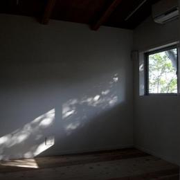 『HKH』優しい光の集まる木造2階建て住宅 (優しい光の差し込む寝室)