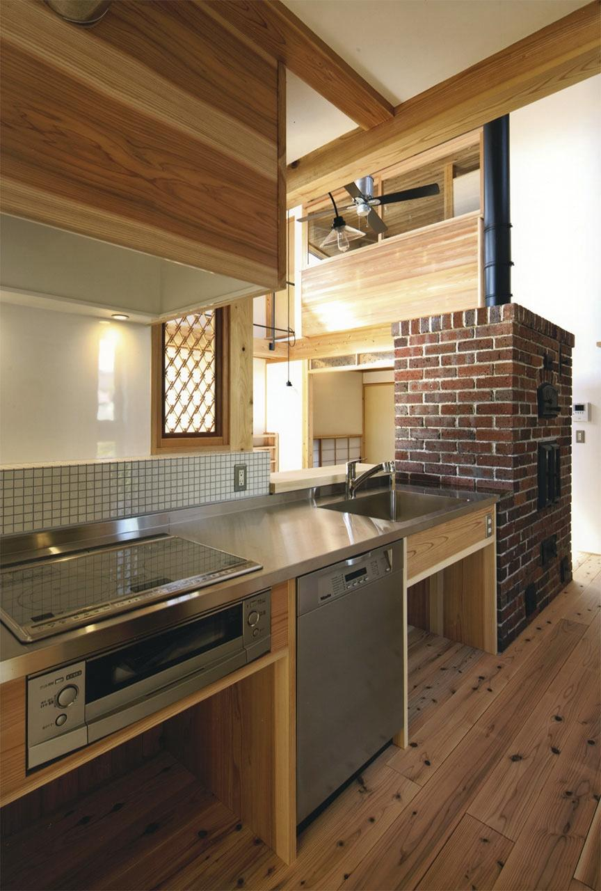 『der nostalgisch Bahnhof 』懐かしい駅舎のような住まいの部屋 タイル・煉瓦がアクセントのキッチン