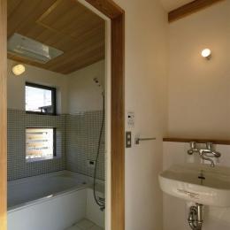 『der nostalgisch Bahnhof 』懐かしい駅舎のような住まい (タイル張りの明るい浴室)