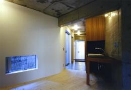 『subako』重厚感のあるコンクリート住宅 (玄関・フリースペース)