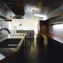 『subako』重厚感のあるコンクリート住宅の写真 大人シックなキッチン