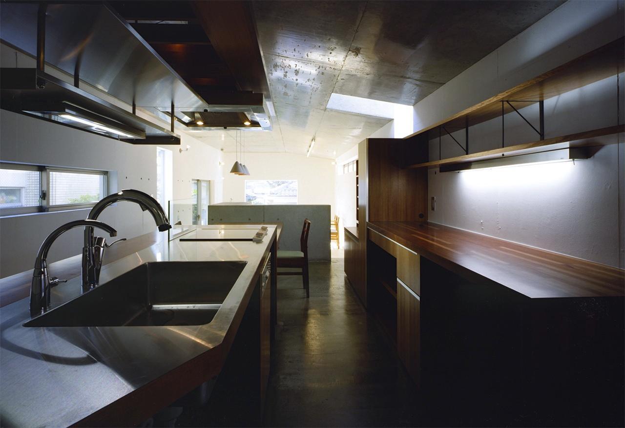 『subako』重厚感のあるコンクリート住宅の部屋 大人シックなキッチン