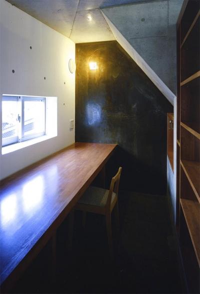 家事スペース (『subako』重厚感のあるコンクリート住宅)