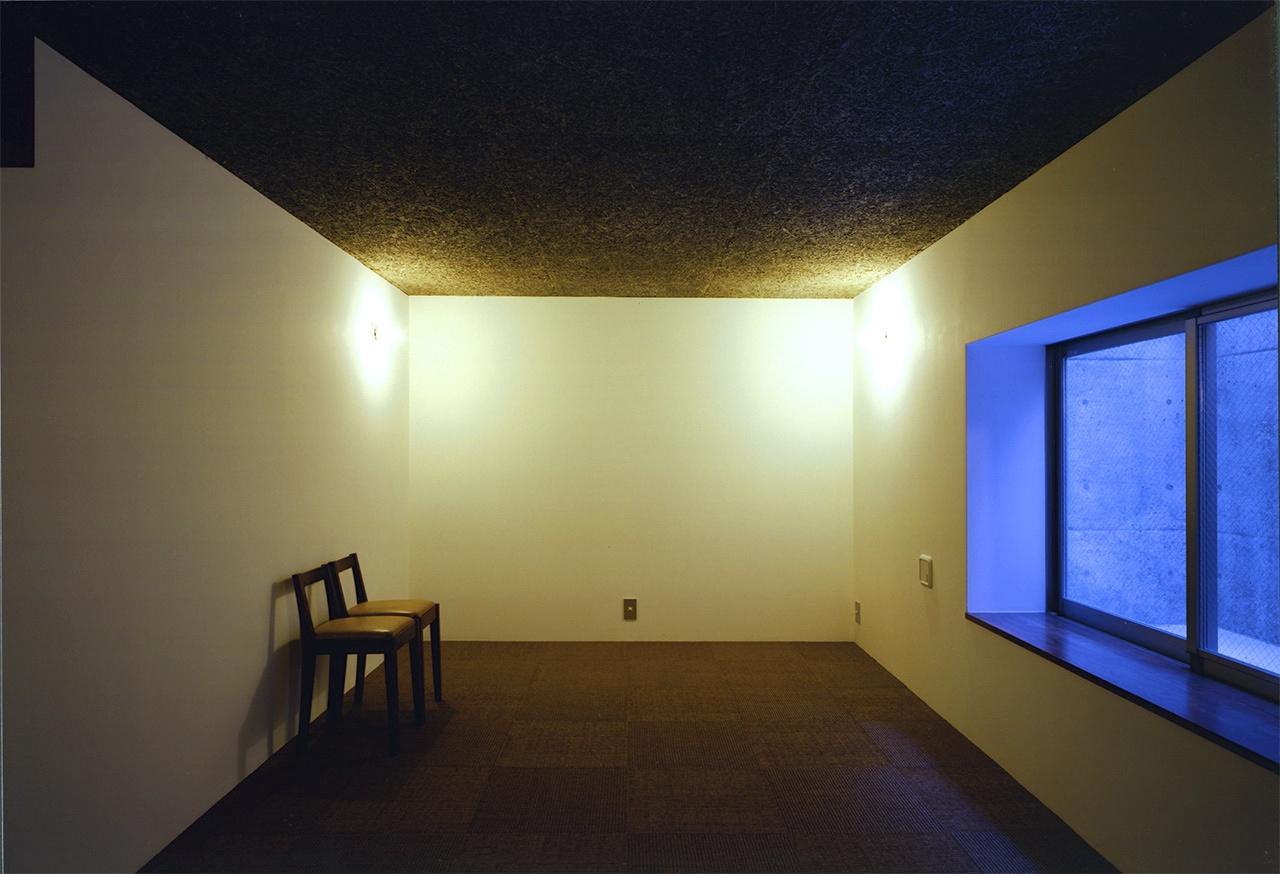 『subako』重厚感のあるコンクリート住宅の部屋 地下室-落ち着いた空間