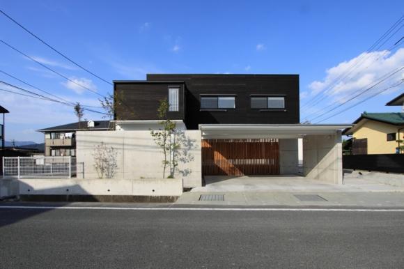 『囲みの家』プライバー・開放性を兼ね備えた住まいの部屋 シンプルモダンな外観