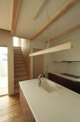 『囲みの家』プライバー・開放性を兼ね備えた住まい (対面式キッチン)