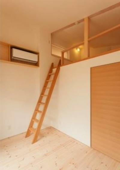『双方流れの家』2つの片流れ屋根が表情をつくりだす住まい (ロフト付きの子供部屋)