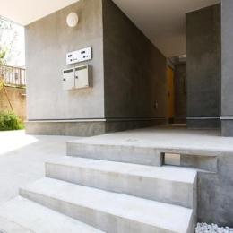 『O・S邸』コンパクトな二世帯住宅 (玄関アプローチ-1)
