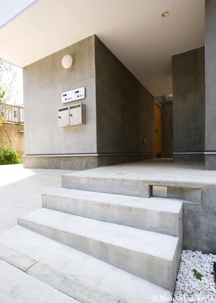 『O・S邸』コンパクトな二世帯住宅の写真 玄関アプローチ-1