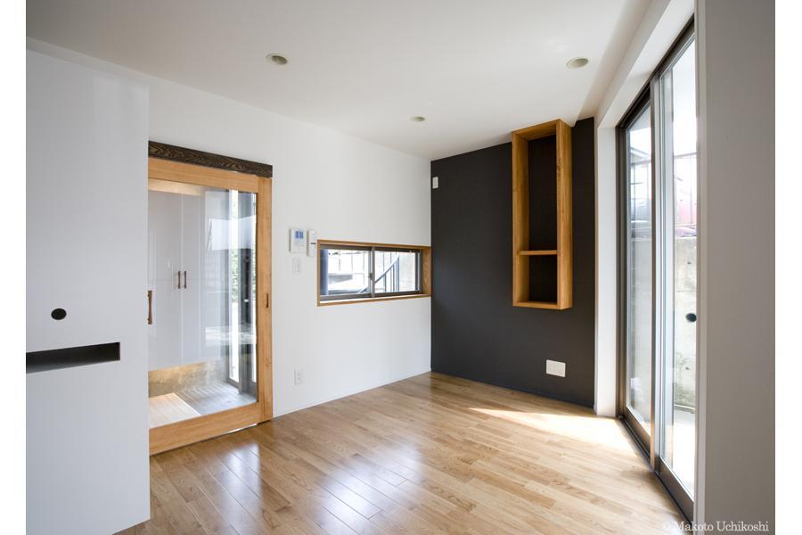 『O・S邸』コンパクトな二世帯住宅 (シンプルモダンな洋室)