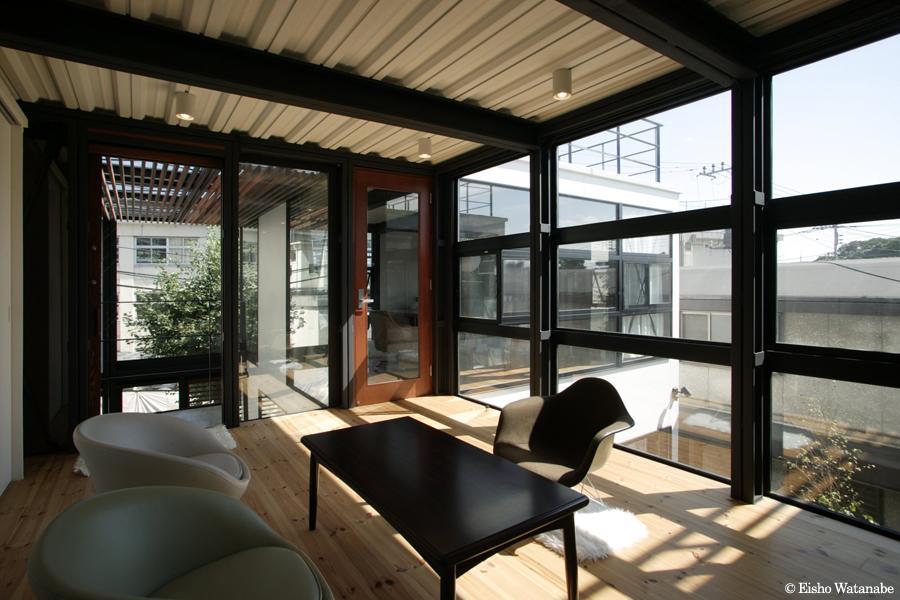『I・M邸』光を共有する二世帯住宅 (子世帯-開放的な客間)