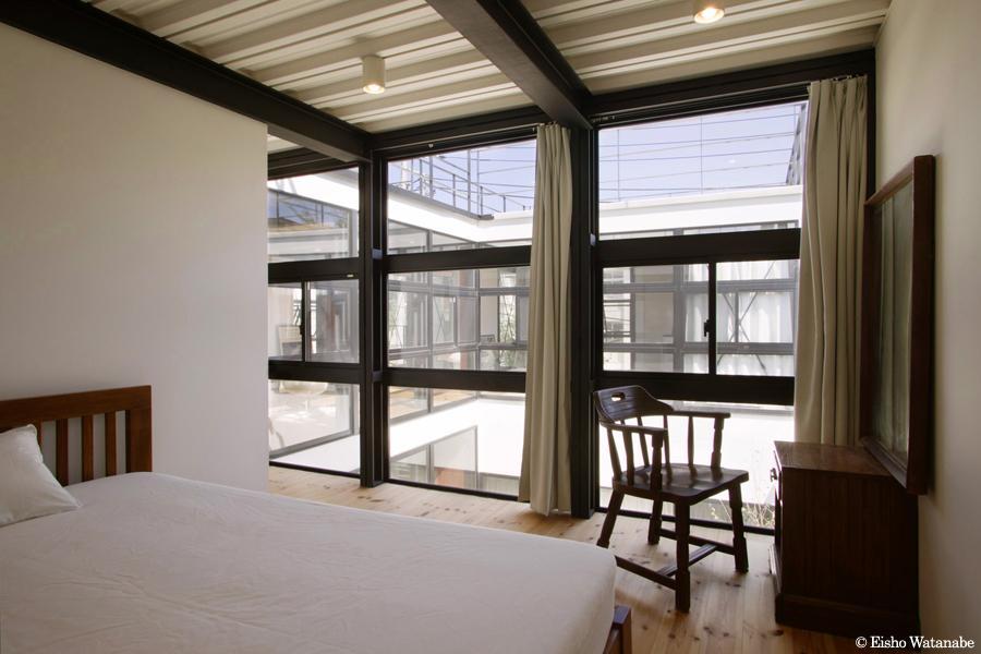 『I・M邸』光を共有する二世帯住宅の写真 子世帯-開放的なベッドルーム