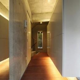 収納たっぷりの広々玄関