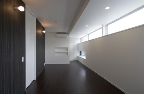 『尾山台の集合住宅』シンプルモダンな集合住宅の部屋 シンプルモダンな洋室-1