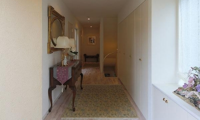 『M邸』4LDKから2世帯住宅へリノベーション (開放的な玄関ホール)