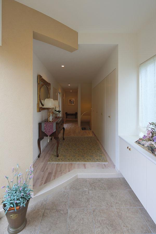 『M邸』4LDKから2世帯住宅へリノベーションの部屋 開放的な玄関ホール