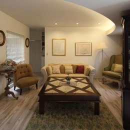 『M邸』4LDKから2世帯住宅へリノベーション (親世帯-アンティークインテリアのリビング)