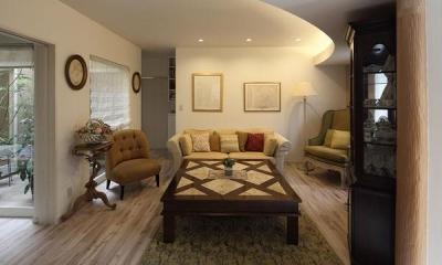 親世帯-アンティークインテリアのリビング|『M邸』4LDKから2世帯住宅へリノベーション